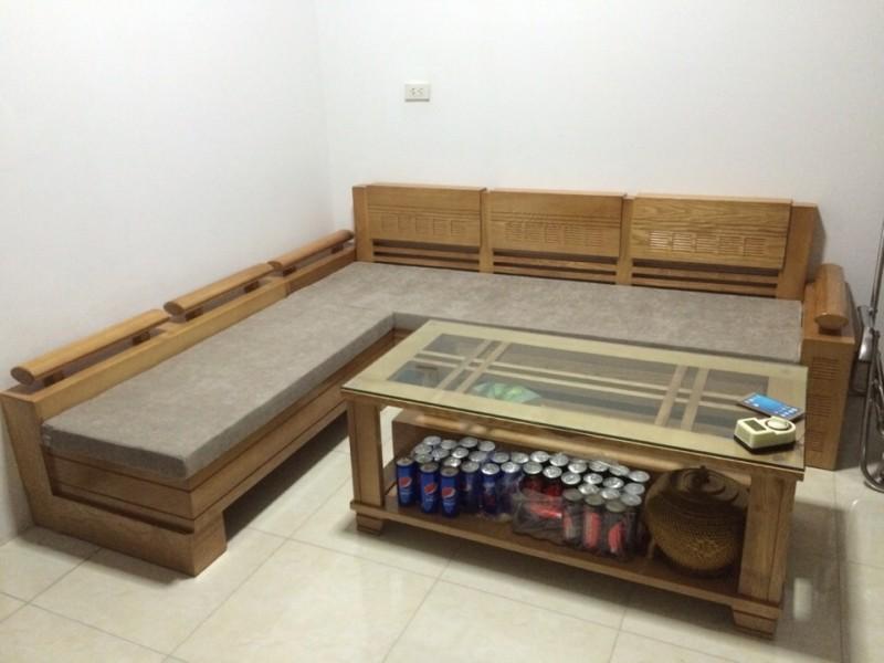 Chọn sofa nệm hay làm đệm ghế gỗ?