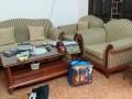 Cả bộ ghế sofa nhà bác Hà ở Cù Chính Lan