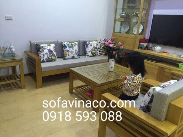 Bộ ghế sofa gỗ đã được đặt đệm tại số 36 Hồ Tùng Mậu