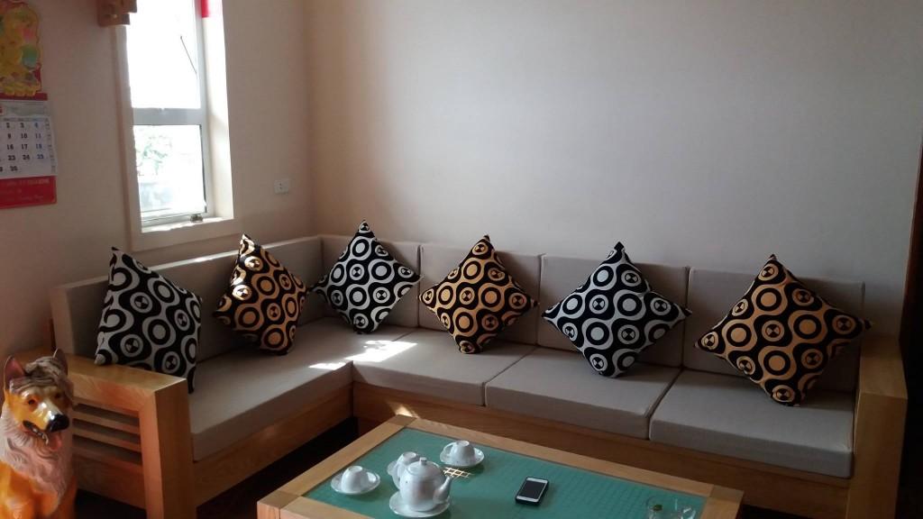 Đệm ngồi ghế sofa gỗ màu ghi đẹp