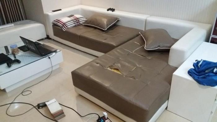 Bộ ghế sofa da đã bị rách mặt đệm ghế