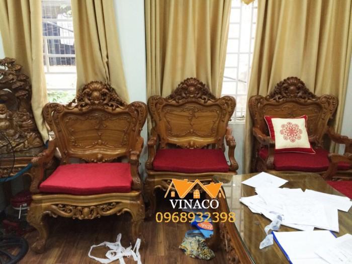 Đệm ghế được vót cong trùng khớp với đường cong của ghế