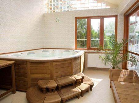 Bồn tắm lớn và phong cách đồ gỗ cổ điển