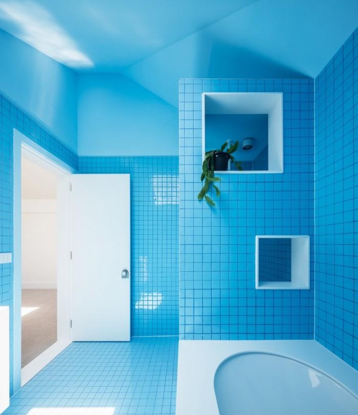 Nhà tắm xanh dương tạo cảm giác mát mẻ thư thái
