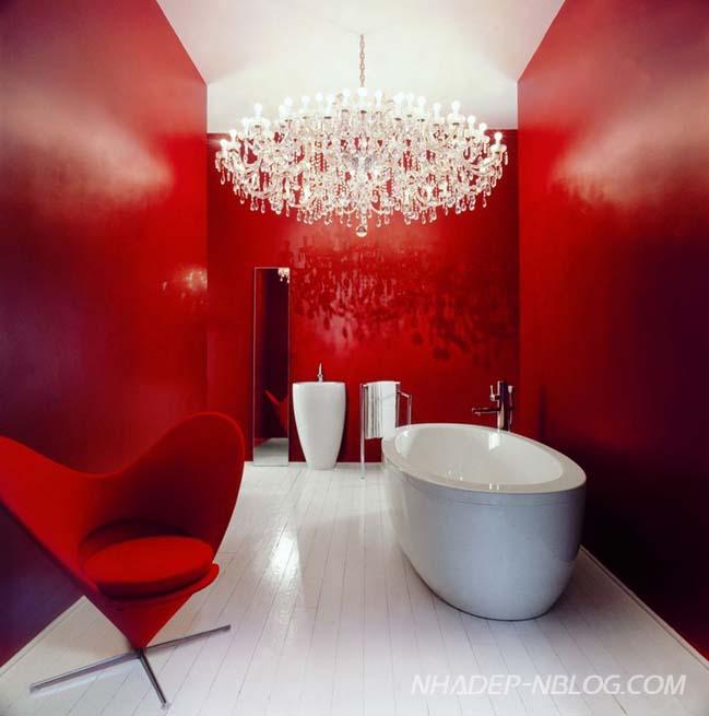 Phòng tắm màu đỏ máu - thử thách lòng can đảm