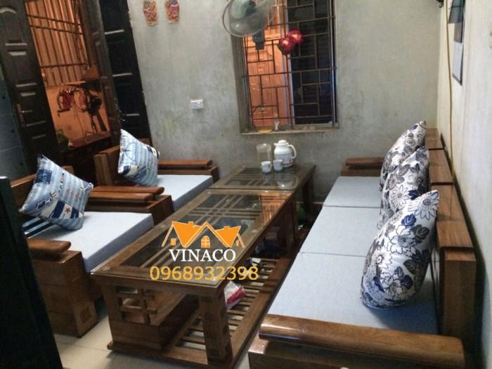 Bộ đệm ghế gỗ cùng tông màu ghi đã hoàn thành cho gia chủ