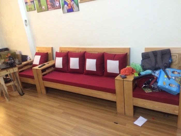 Bộ đệm ghế gỗ cùng 5 chiếc gối được may trám vuông