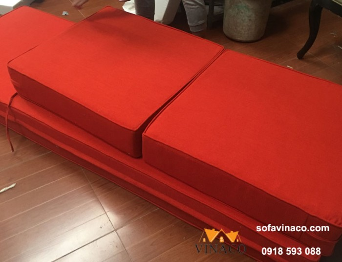 Vỏ đệm màu cam đậm với độ dày đệm 15cm