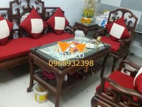 Bộ đệm ghế gỗ và gối may trám trắng đã được gia đến cho nhà khách hàng
