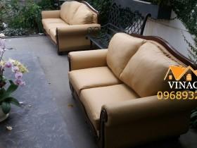 Dịch vụ bọc lại ghế sofa đã khiến cho hai chiếc ghế trở nên hoàn toàn khác biệt