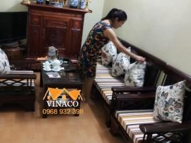 Đệm ghế kẻ nâu vàng đặc biệt cho chị Hằng ở Kim Mã Thượng