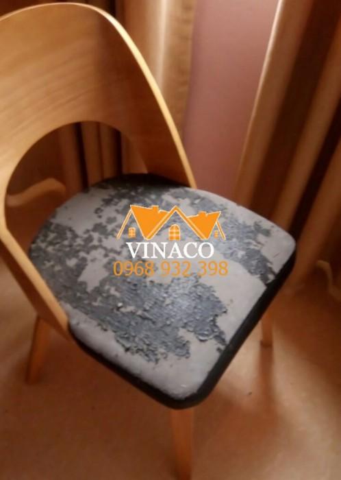 Chiếc ghế ăn bị bong da của chị Hải ở Văn Quán, Hà Đông