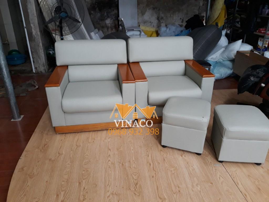 Bộ ghế sofa đã được bọc lại hoàn thành tại xưởng sản xuất ở Đan Phượng