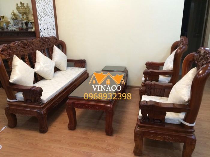 Bộ đệm ghế được làm từ gấm trắng cho nhà chị Hoan ở Lĩnh Nam
