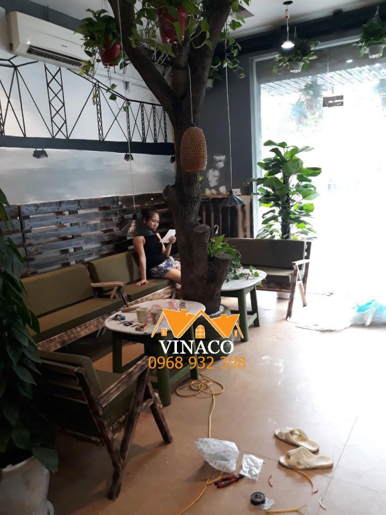 Đệm ghế gỗ đơn giản cho quán cafe ở Mỗ Lao