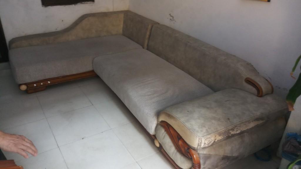 Những đám mốc và bẩn đã là cho bộ ghế sofa trở lên rất xấu xí