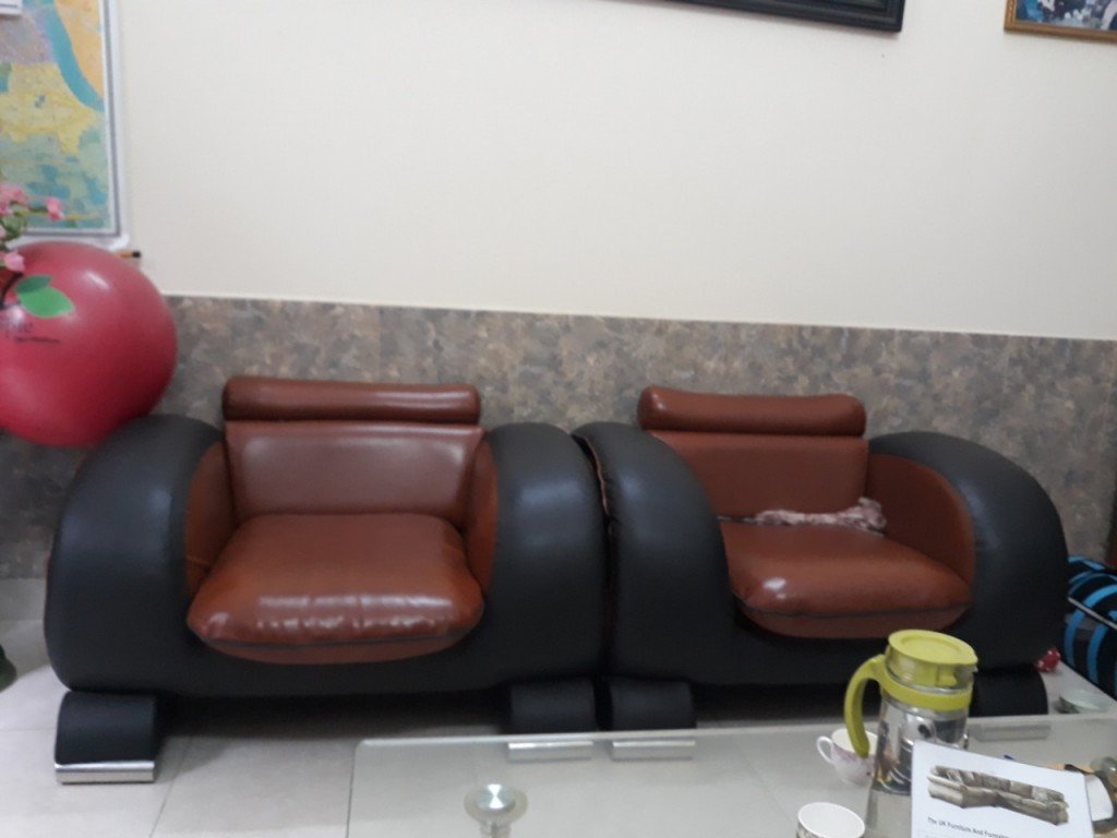 Hai chiếc ghế đơn