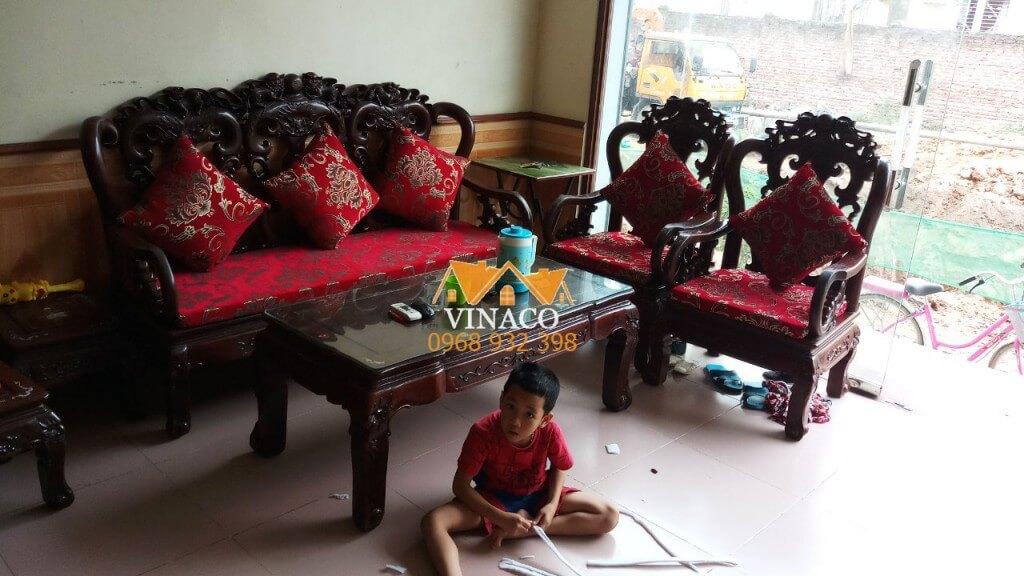 Đệm ghế giả cổ với vải đỏ hoa văn cổ điển cao cấp