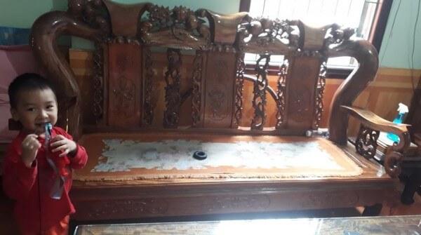 Đây là bộ ghế gõ của gia đình chị Hà ở Điện Biên