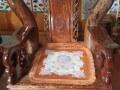 Vì lòng ghế không vuông vắn mà là hình thang nên thảm lót hay bị xô lệch