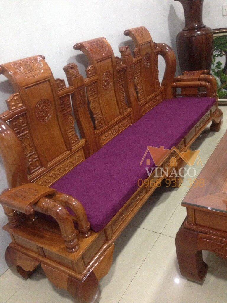 Đệm ghế dài được để nguyên tấm để giữ được sự mềm mại