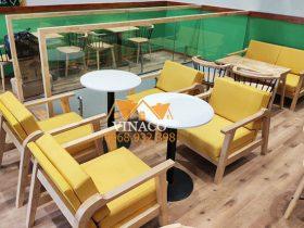 Toàn bộ đệm ghế quán trà sữa ở tầng 2 cũng đã được sửa lại đẹp hoàn hảo