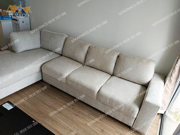Ghế được bọc lại bằng mẫu vải nỉ nhung dày dặn
