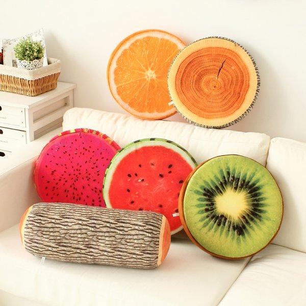Ngoài ghế hình hoa quả thì các gối tựa trang trí cũng là lựa chọn rất tốt