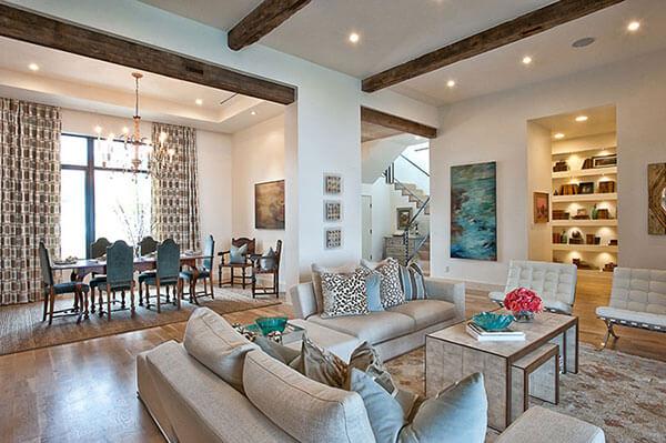 Ghế sofa và bạn ăn cũng là một món đồ quan trọng trong căn hộ mới
