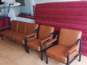 Bộ ghế sofa cũ đã được bọc lại vỏ mới tại xưởng sản xuất