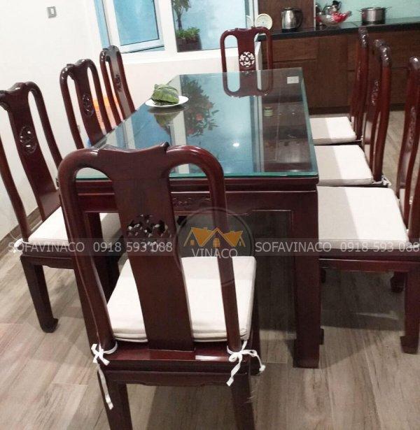 Phía sau mỗi tấm đệm ghế ăn này đều có làm khóa kéo để dễ dàng tháo vỏ ra vệ sinh