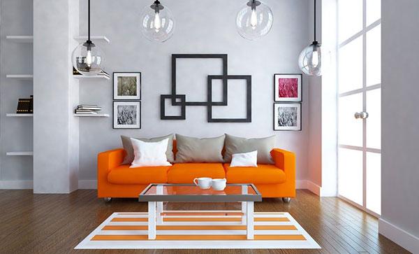 Ghế sofa màu cam giúp căn phòng nổi bật hơn