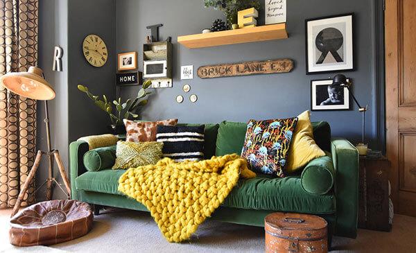 Ghế sofa màu xanh lá cây mang đến sự tươi mới cho căn phòng