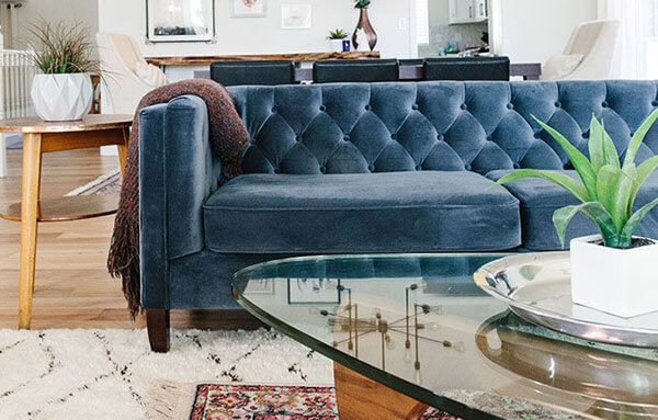 Dùng chất liệu vải, nỉ nhung bọc lại ghế sofa giúp căn phòng thêm đẹp, sáng