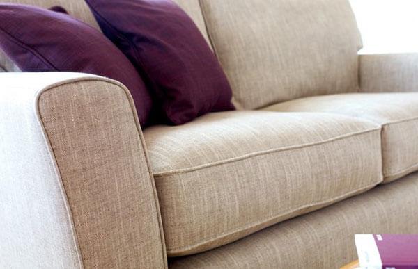 Ghế sofa bọc vải sợi tự nhiên mang đến sự thoải mái cho người dùng