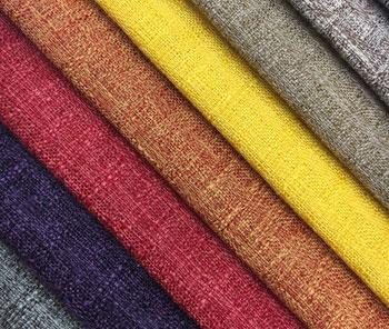 Sự kết hợp hài hoà giữa màu sắc, hoạ tiết và chất liệu sẽ giúp bộ ghế sofa nổi bật hơn