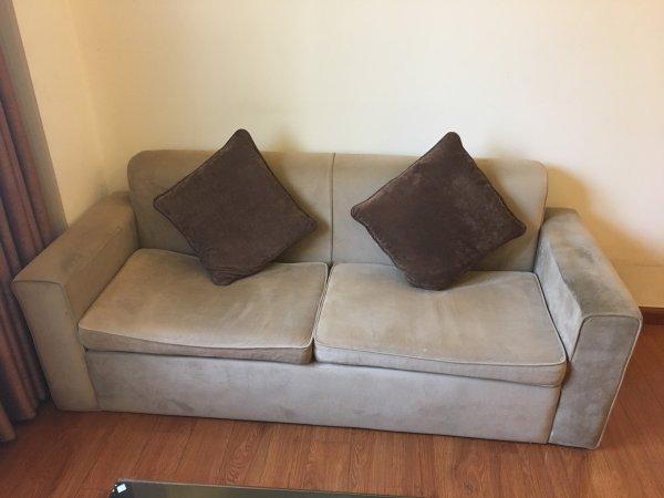 Bộ ghế sofa cũ của chị Dung ở Đào Tấn, Ba Đình