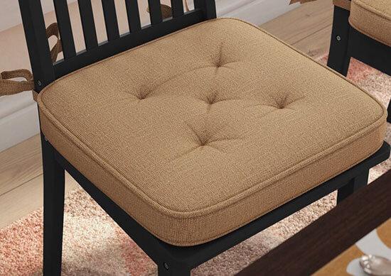 Đệm ghế bàn ăn được thiết kế với nhiều chất liệu khác nhau