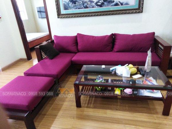 Bộ đệm ghế gỗ màu tím mang một vẻ đẹp tinh tế cho phòng khách