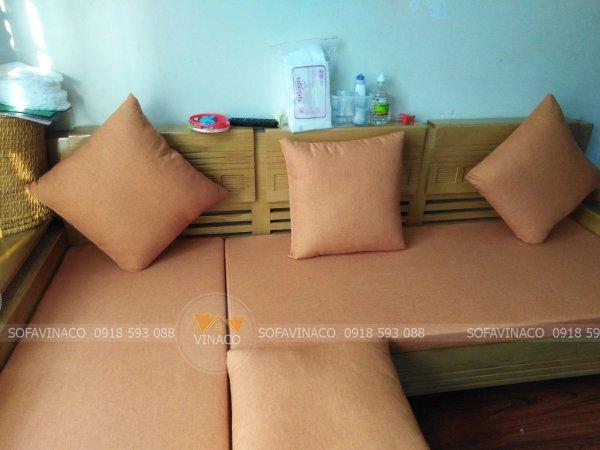 Bộ đệm ghế sofa góc màu cam nhạt đã được giao cho gia đình ở Trường Chinh, Hoàn Kiếm