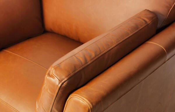 Bọc ghế sofa da thật được nhiều gia đình ưa chuộng