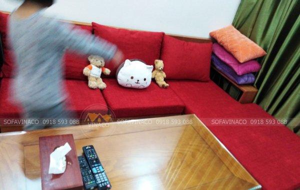 Bộ đệm ghế gỗ màu đỏ đô của khách hàng ở Nguyễn Hoàng Tôn, Tây Hồ