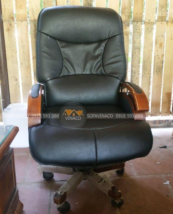 Chiếc ghế giám đốc đã được bọc lại như mới
