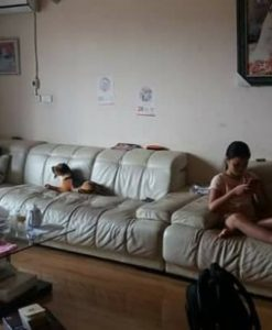Bộ ghế sofa cũ trước khi được bọc lại tại Ba Đình