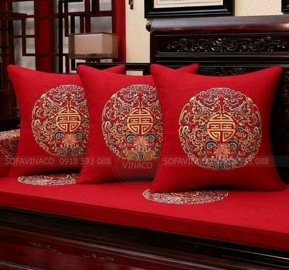 Mẫu Đệm ghế thêu hoa văn nền đỏ đẹp mắt