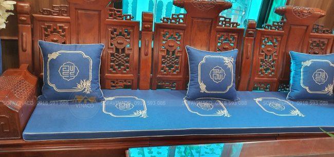 Bộ đệm ghế gỗ đồng kỵ thêu vừa được bàn giao cho khách hàng