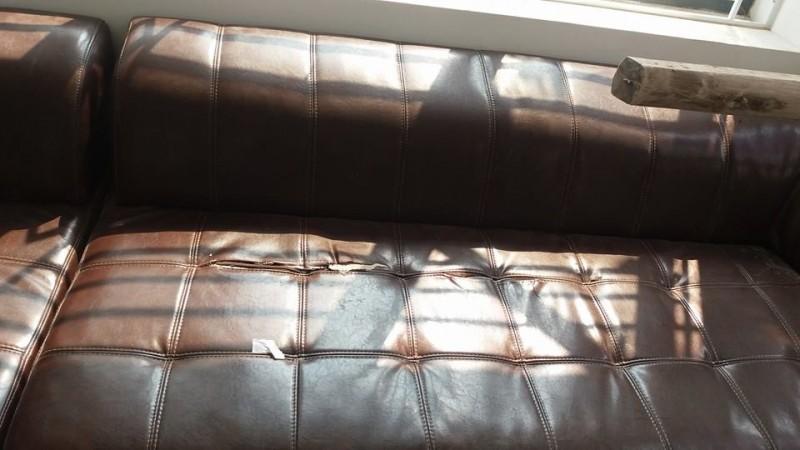 Bộ ghế sofa da cũ nhà chị Vân ở Âu Cơ