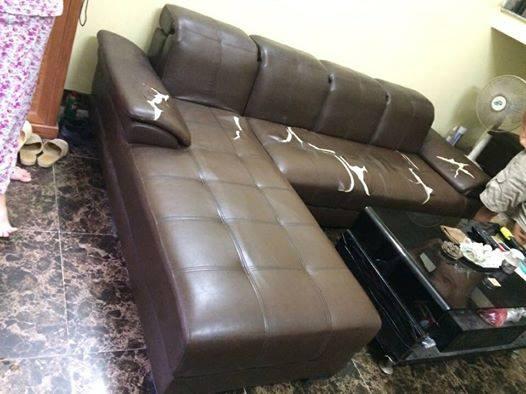 Bộ ghế sofa da bị rách nhà bác Sinh ở Long Biên