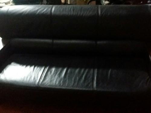 Chiếc ghế dài của bộ ghế sofa cần bọc lại