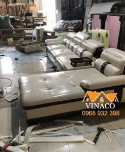 Bộ ghế sofa được thiết kế cách điệu với hai màu đen trắng đan xen
